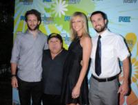 Glenn Howter, Kaitlin Olson, Rob McElhenney, Danny DeVito - Pasadena - 06-08-2009 - Il cast di It's Always Sunny in Philadelphia vicino a DeVito