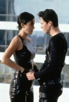 Carrie-Anne Moss, Keanu Reeves - Hollywood - 07-09-2002 - Le eroine del grande schermo combattono per un mondo più rosa