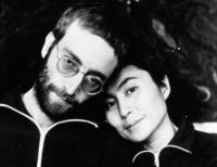 John Lennon, Yoko Ono - Londra - 23-08-1976 - Venduta per 23 milioni di dollari la ex villa di John Lennon