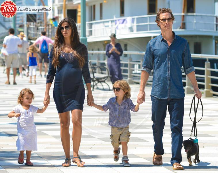 Levi McConaughey, Vida McCona, Camila Alves, Matthew McConaughey - New York - 26-08-2012 - 19 marzo, festa del papà o festa dei DILF?