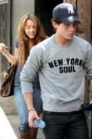 "Nick Jonas, Miley Cyrus - Los Angeles - 11-04-2009 - Miley Cyrus: ""Wedding Bells di Nick Jonas è per me"""