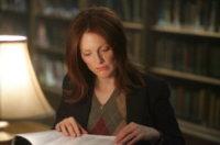 Julianne Moore - Los Angeles - 19-10-2012 - Leggere, che passione! Anche le star lo fanno!