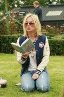 Geri Halliwell - Herfordshire - 19-10-2012 - Leggere, che passione! Anche le star lo fanno!