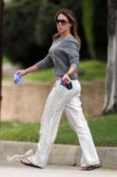 Haylie Duff - Los Angeles - 31-03-2010 - Il pigiama valica i confini di casa con le star