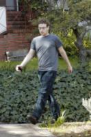Mark Zuckerberg - Palo Alto - 13-03-2011 - Il pigiama valica i confini di casa con le star