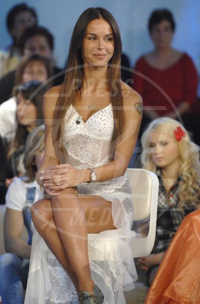 Nina Moric - Milano - 05-04-2009 - Nina Moric ricoverata per overdose di farmaci