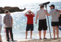 Imogen Poots, Aaron Paul, Pierce Brosnan - 22-10-2012 - Pierce Brosnan gioca tra le onde insieme a Toni Collette e Aaron Paul