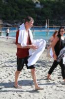 Pierce Brosnan - 22-10-2012 - Pierce Brosnan gioca tra le onde insieme a Toni Collette e Aaron Paul