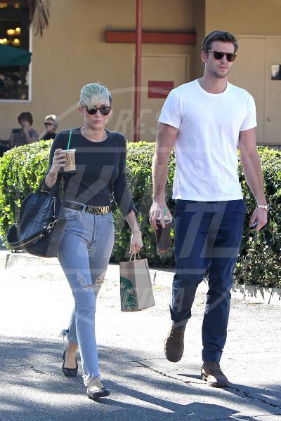 Liam Hemsworth, Miley Cyrus - Los Angeles - 24-10-2012 - La guerra dell'anello: Miley Cyrus contro Liam Hemsworth