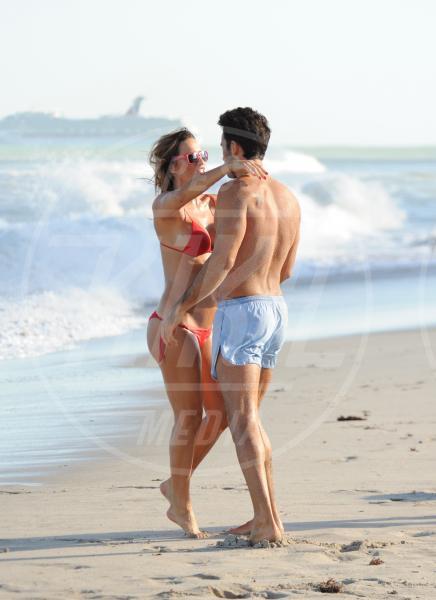 Aaron Diaz, Lola Ponce - Miami Beach - 27-10-2012 - Lola Ponce a Miami: quando la gravidanza ti rende sexy