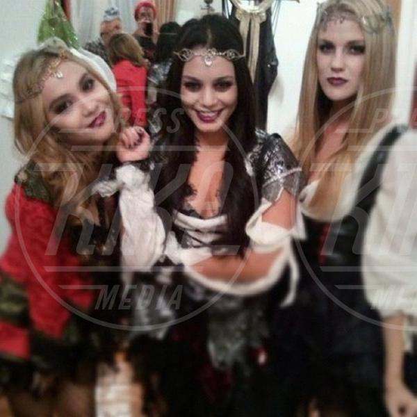 Laura New, Stella Hudgens, Vanessa Hudgens - Los Angeles - 28-10-2012 - Star come noi: ecco la festa di Halloween delle celebrità