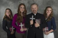Tess Scherkenback, Savannah Scherkenback, Brynne Larson, Bob Larson - Scottsdale - 30-10-2012 - Le sorelle Scherkenback unite nel nome dell'esorcismo
