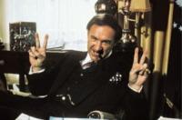 GENE HACKMAN - Gene Hackman schiaffeggia un mendicante perché insulta la moglie