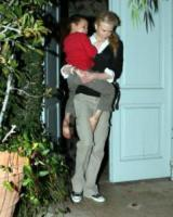 """Nicole Kidman - Brentwood - 25-10-2006 - Nicole Kidman: """"Il bello di essere incinta? Il seno grosso"""""""