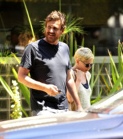 Jason Segel, Michelle Williams - Los Angeles - 08-08-2012 - Jason Segel e Michelle Williams hanno perso la casa per Sandy