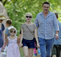 Matilda Ledger, Jason Segel, Michelle Williams - New York - 31-08-2012 - Jason Segel e Michelle Williams hanno perso la casa per Sandy
