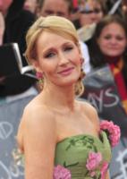 J.K. Rowling - 07-07-2011 - Harry Potter, J.K. Rowling denuncia l'ex assistente: ecco perché