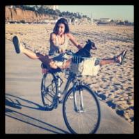 Piero, Elisabetta Canalis - Los Angeles - 05-11-2012 - Anche i VIP in spiaggia con i fidati amici a quattro zampe