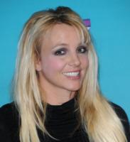 Britney Spears - Hollywood - 05-11-2012 - Essere bionda o essere mora? Questo è il dilemma!