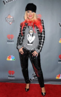Christina Aguilera - Hollywood - 08-11-2012 - Anche in autunno, lo stile scozzese non passa mai di moda