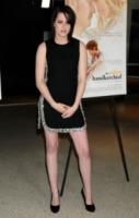 Kristen Stewart - Los Angeles - 18-02-2010 - Dalle Converse al nude look: l'evoluzione di Kristen Stewart