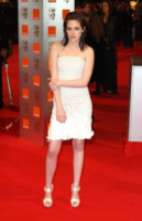 Kristen Stewart - Londra - 09-12-2010 - Dalle Converse al nude look: l'evoluzione di Kristen Stewart