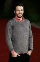 James Franco - Roma - 16-11-2012 - Men trends: baffo mio, quanto sei sexy!