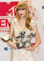 Taylor Swift - Francoforte - 12-11-2012 - Selena Gomez si fa consolare da Swift dopo la lite con Bieber