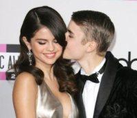 Selena Gomez, Justin Bieber - Los Angeles - 10-11-2012 - Selena Gomez si fa consolare da Swift dopo la lite con Bieber