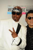 PSY, MC Hammer - Los Angeles - 18-11-2012 - Le celebrity che non sapevi fossero finite in bancarotta