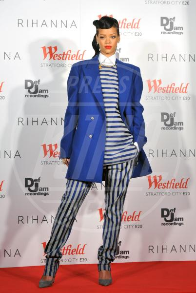 Rihanna - Londra - 19-11-2012 - Sul red carpet, l'optical è… l'optimum!