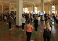 Miranda Kerr - Los Angeles - 24-08-2012 - Miranda Kerr insegna yoga a 250 persone per la Heart Hour's