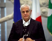 Roberto Formigoni - Milano - 31-10-2012 - Roberto Formigoni ha fotografato un ufo a Parigi