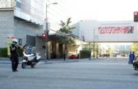 Halle Berry - Agente di sicurezza - Los Angeles - 23-11-2012 - Halle Berry blinda l'uscita con Nahla
