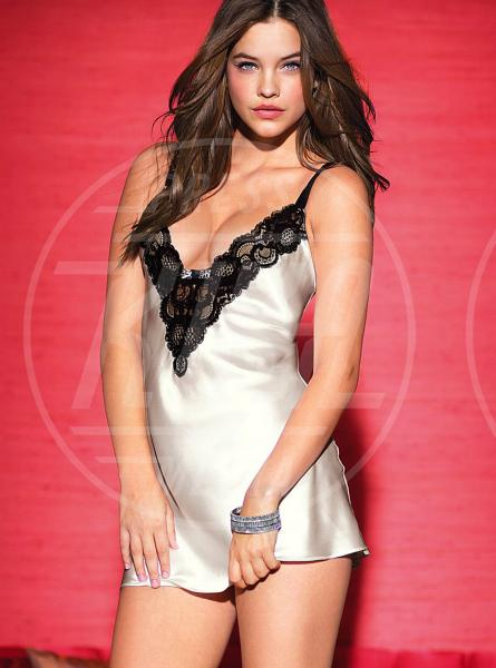 Barbara Palvin - Los Angeles - 27-11-2012 - Victoria's Secret presenta il catalogo natalizio