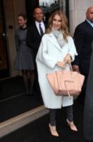 Celine Dion - Parigi - 27-11-2012 - En pendant con l'inverno con un cappotto bianco