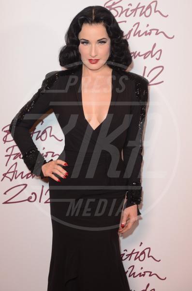 """Dita Von Teese - 27-11-2012 - """"A 40 anni non sei più sexy!"""" Sicura, Miley Cyrus?"""