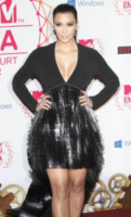 Kim Kardashian - Francoforte - 11-11-2012 - Kim Kardashian contestata da un gruppo islamico in Bahrain