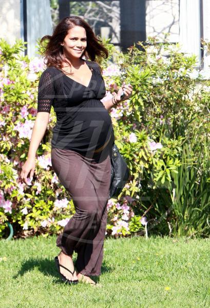 Halle Berry - Santa Monica - 14-03-2008 - Look pre maman: da Kim Kardashian a Kate Middleton
