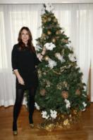 Paola Perego - Milano - 19-12-2011 - Star come noi: si corre a comprare l'albero di Natale