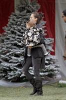 Honor Warren, Jessica Alba - Beverly Hills - 05-12-2009 - Star come noi: si corre a comprare l'albero di Natale