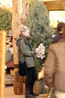 Kirsten Dunst - Beverly Hills - 19-12-2006 - Star come noi: si corre a comprare l'albero di Natale