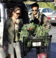 David Charvet, Brooke Burke - Malibu - 03-12-2005 - Star come noi: si corre a comprare l'albero di Natale