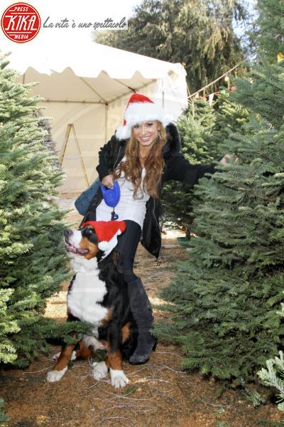 Karina Smirnoff - Los Angeles - 09-12-2009 - Star come noi: si corre a comprare l'albero di Natale