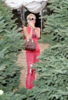 Paris Hilton - West Hollywood - 07-12-2005 - Star come noi: si corre a comprare l'albero di Natale