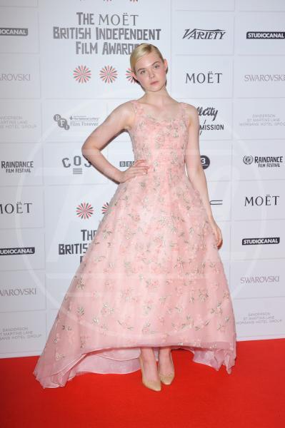 Elle Fanning - Londra - 10-12-2012 - Je vois la vie en rose… anche sul red carpet!