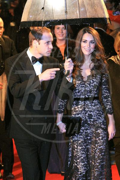 Principe William, Kate Middleton - Londra - 25-10-2012 - La primavera non arriva. E tu, di che ombrello sei?