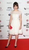 Felicity Jones - Londra - 10-12-2012 - Felicity Jones, la teoria… dell'eleganza chic!