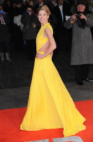 Rosamund Pike - Londra - 10-12-2012 - Rosamund Pike, un'eleganza da Oscar. Guarda che stile!