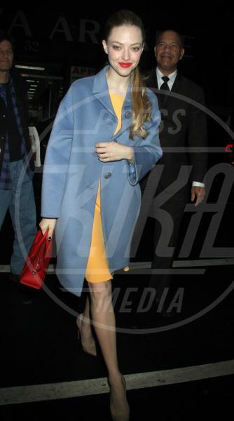 Amanda Seyfried - New York - 10-12-2012 - Corto e colorato: ecco il cappotto di primavera